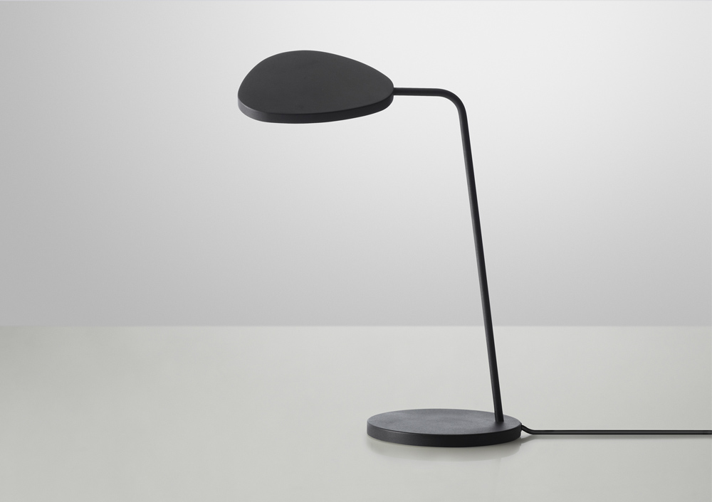 leaf lamp muuto black 00