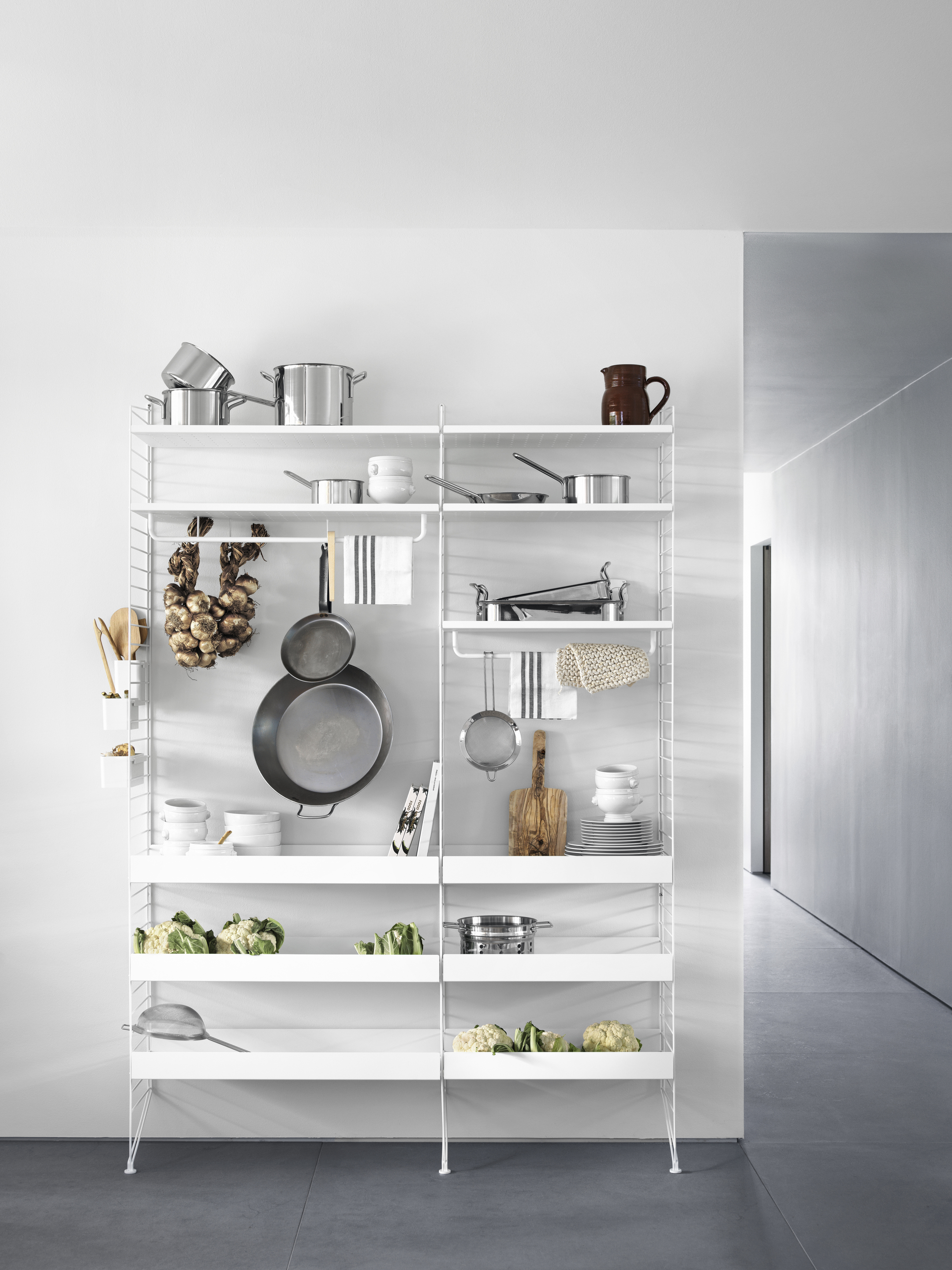 STRING WHITE METAL SHELVES